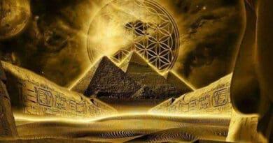 golden pyramid 876trfghj