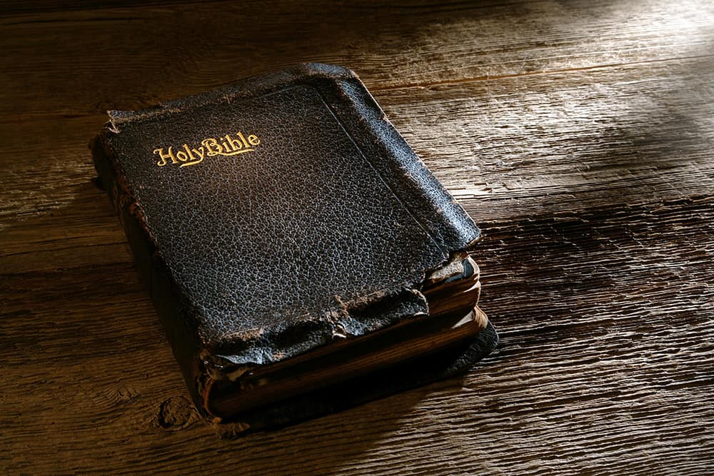 old holy bible uiytr