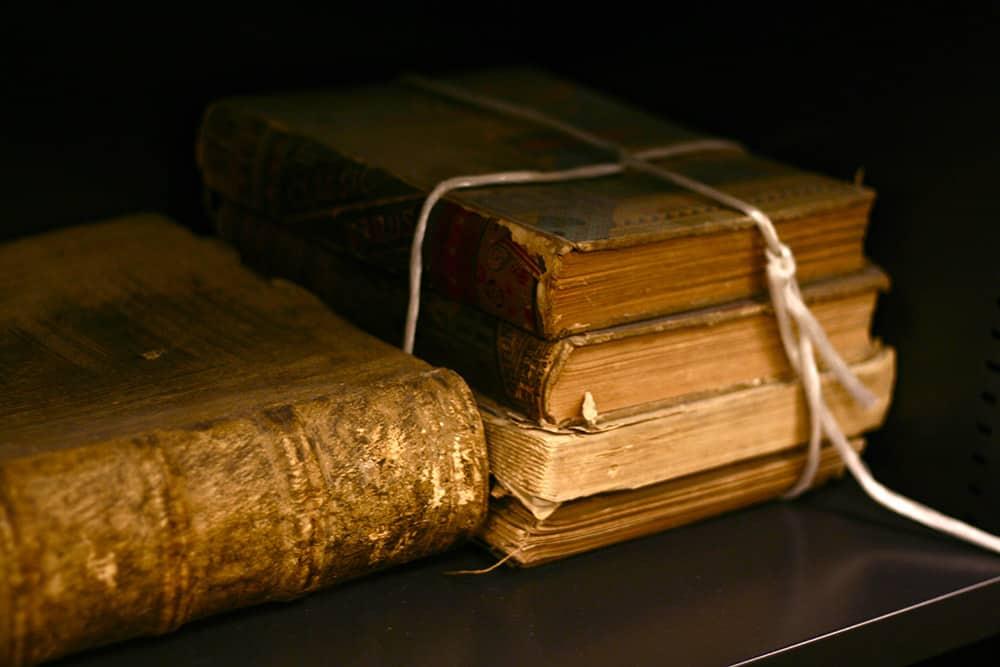 old books jhgtyre4