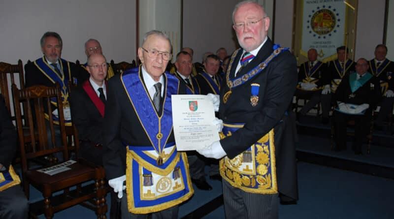 Marcus McLeod celebrou o 80º aniversário da sua iniciação como Maçon