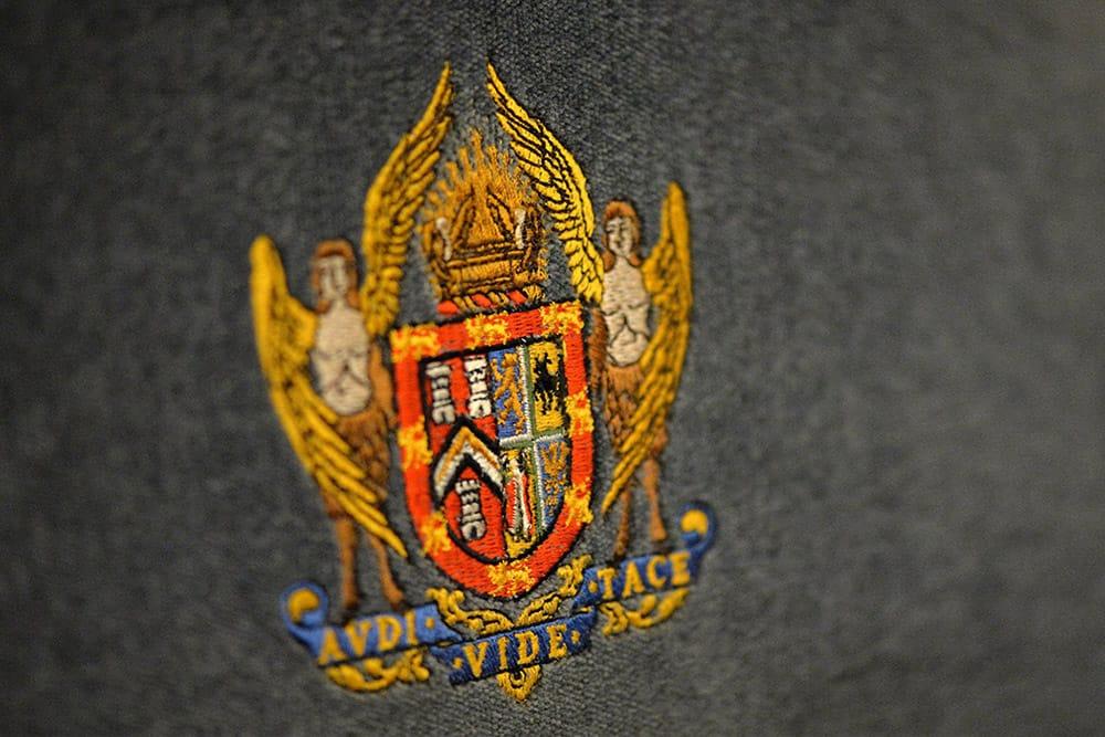 ugle logo kjh56trf4dfh