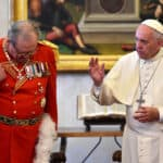 Dez séculos depois, o Papa e Cavaleiros combatem entre si