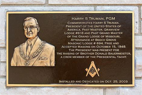Placa recordando a visita de Harry S. Truman