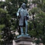 Congressista Americana Eleanor Norton exige a retirada da estátua de Albert Pike