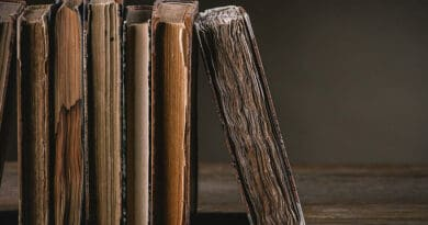 old books 0ghfg0jhtt