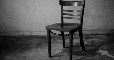 empty chair 3j6thgj