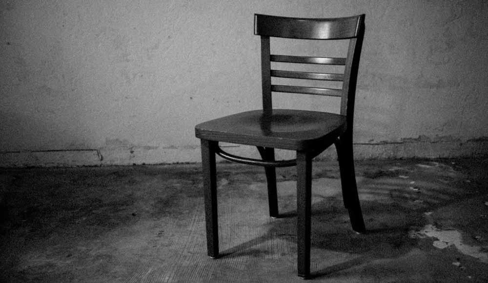 empty chair 3j6thgj