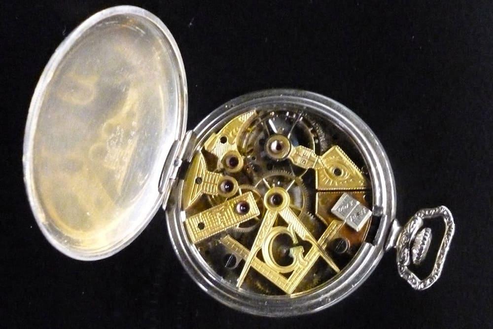 masonic clock 987ytg